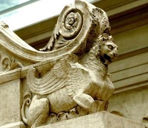 León alado